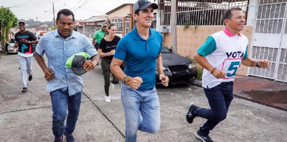 'Varela y Cortizo han sido una burla para el pueblo', Roux