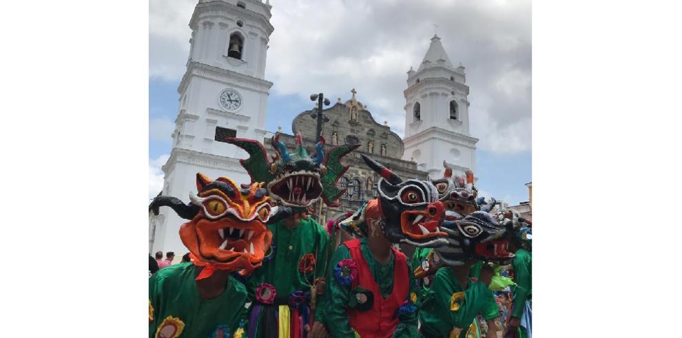 El Casco Antiguo de Panamá se engalanó con elCorpus Christi