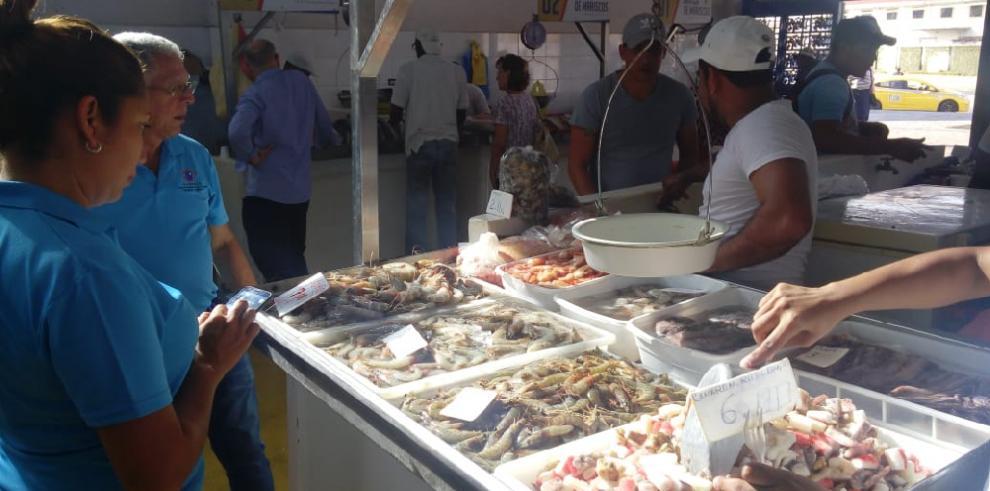 Acodeco revelará los viernes precio de los productos en el Mercado de Mariscos