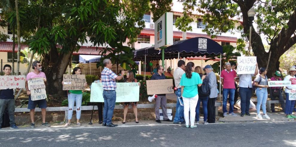 Ambientalistas protestan en MiAmbiente por isla Boná