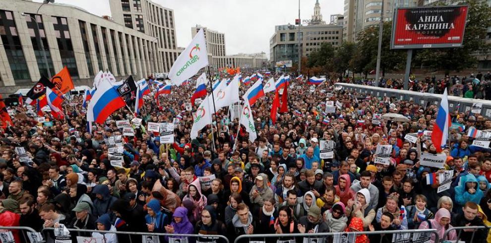 Oposición rusa hace demostración de fuerza con multitudinario mitin en Moscú