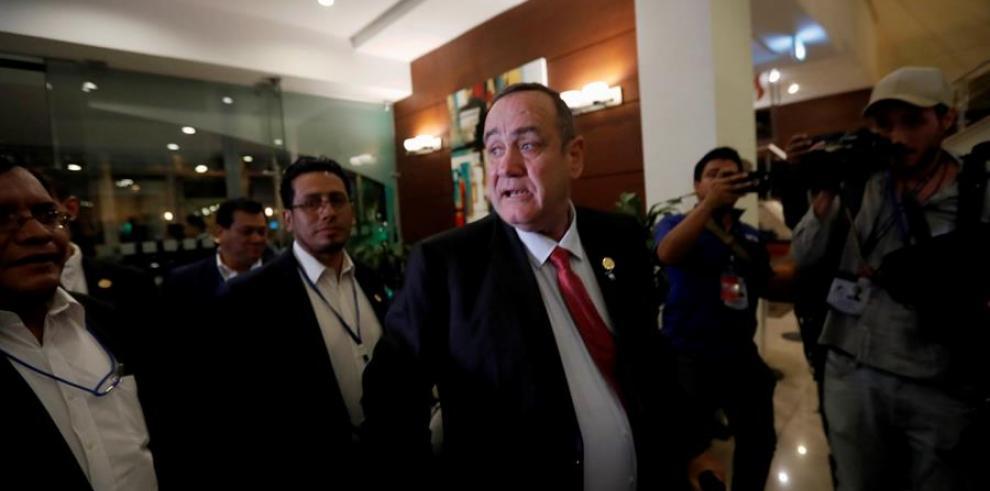 Alejandro Giammattei se autoproclama presidente de Guatemala