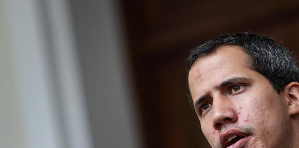 Guaidó denuncia que Maduro pretende 'disolver el Parlamento' este lunes