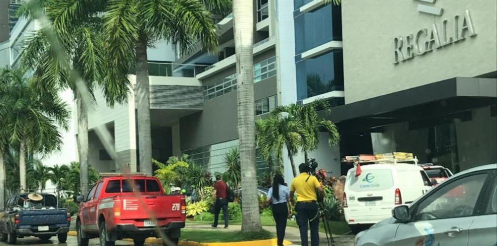 Bomberos realizan investigación sobre incidente en ascensor del PH Regalia Tower