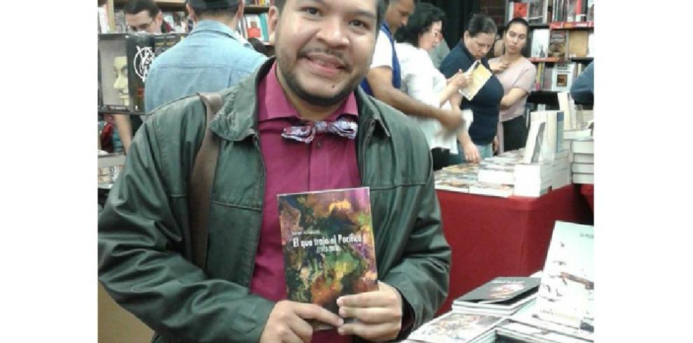 Javier Alvarado presenta el libro 'El que trajo el Pacífico' en la FIL Panamá