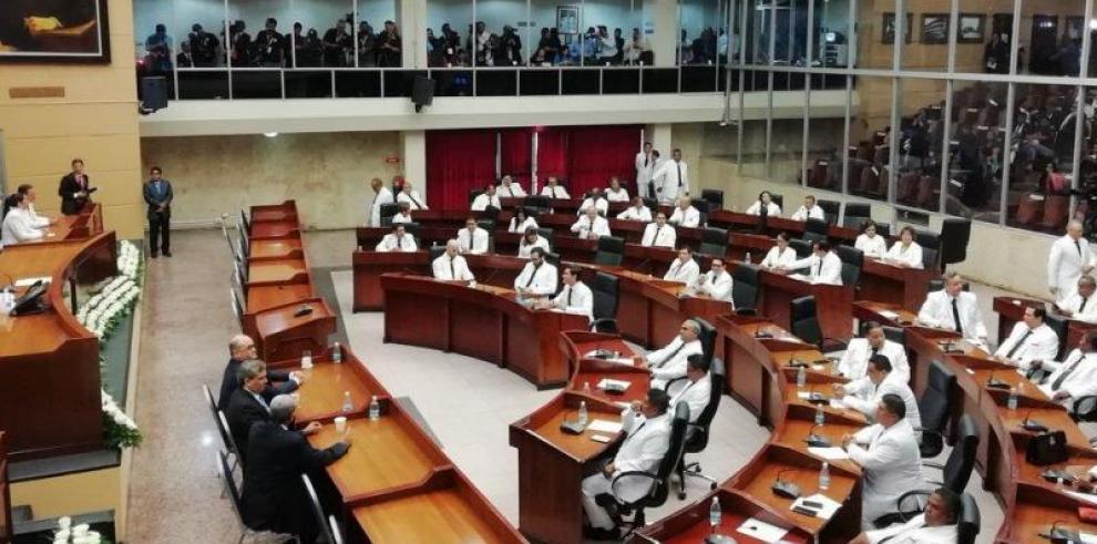 Discutirán anteproyecto que penalizará a funcionarios que permitan la suspensión de obras