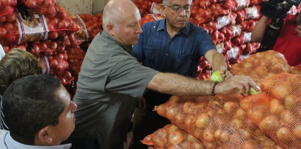 Primeros contenedores con cebolla ya están en Panamá: ministro Valderrama