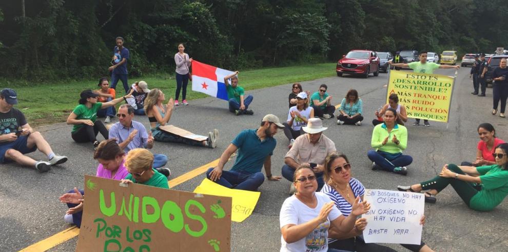 Residentes de Clayton se oponen a la construcción de un colegio privado