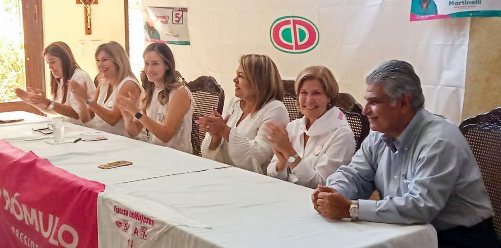 Grupo de mujeres reafirman respaldo a candidatura de Roux