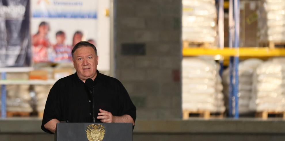 Pompeo emula a Reagan y pide a Maduro que abra el paso a la ayuda humanitaria
