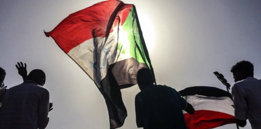 Consejo militar de Sudán promete un gabinete civil