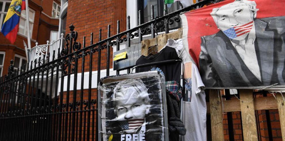 Fiscalía ecuatoriana presenta cargos contra colaborador de Wikileaks