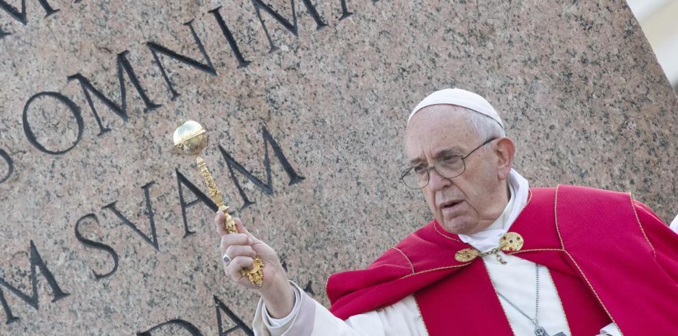 El papa lamenta que migrantes tengan la puerta cerrada por cálculos políticos