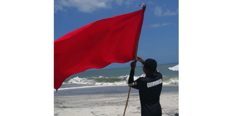 Bandera roja en las playas de Panamá Oeste