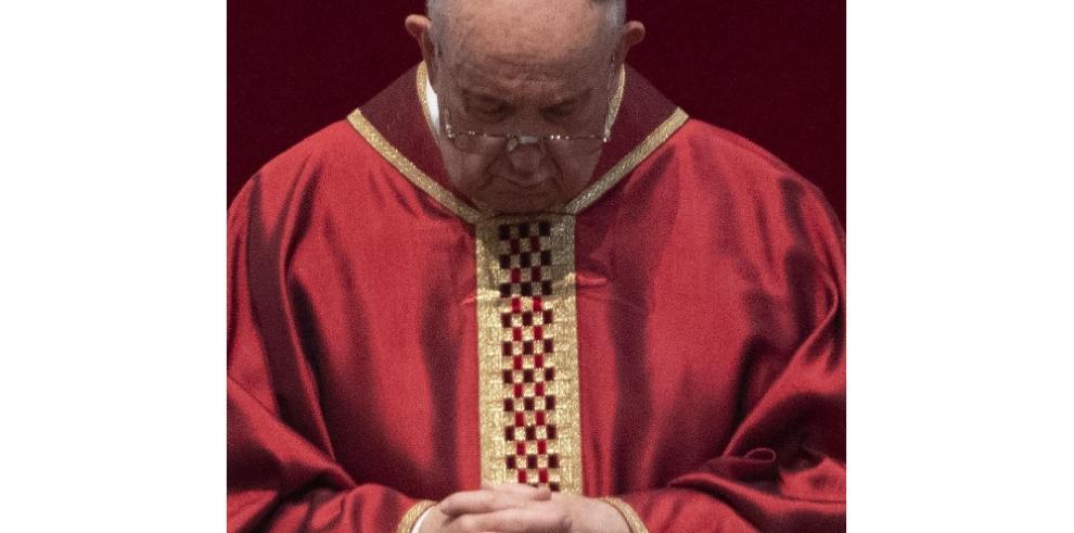 El papa dice que quien rechaza a los homosexuales