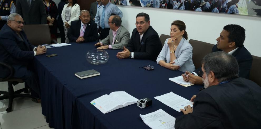 Candidatos por la libre postulación pactan decisión sobre la papeleta electoral