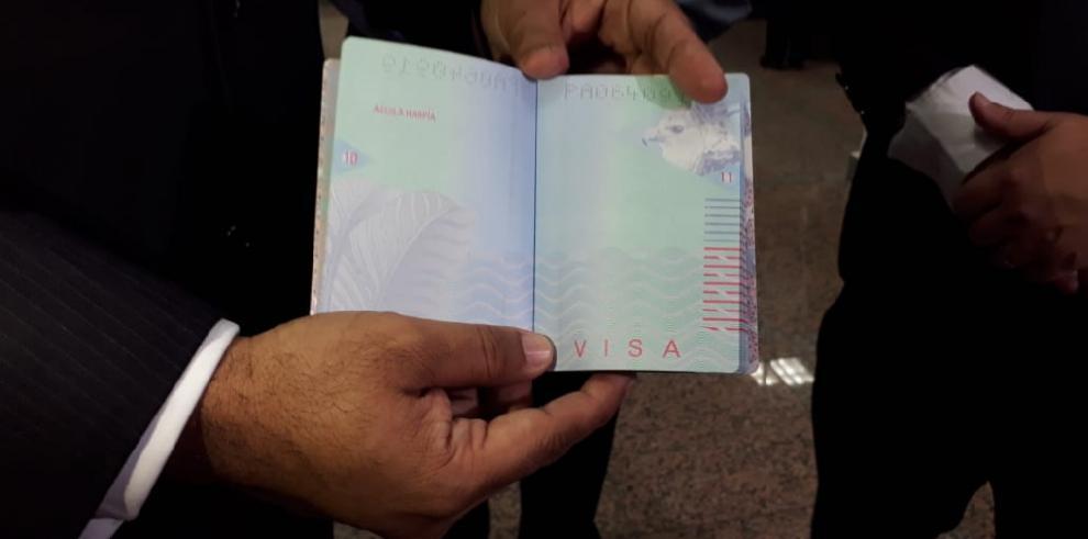 Inicia entrega del nuevo pasaporte electrónico