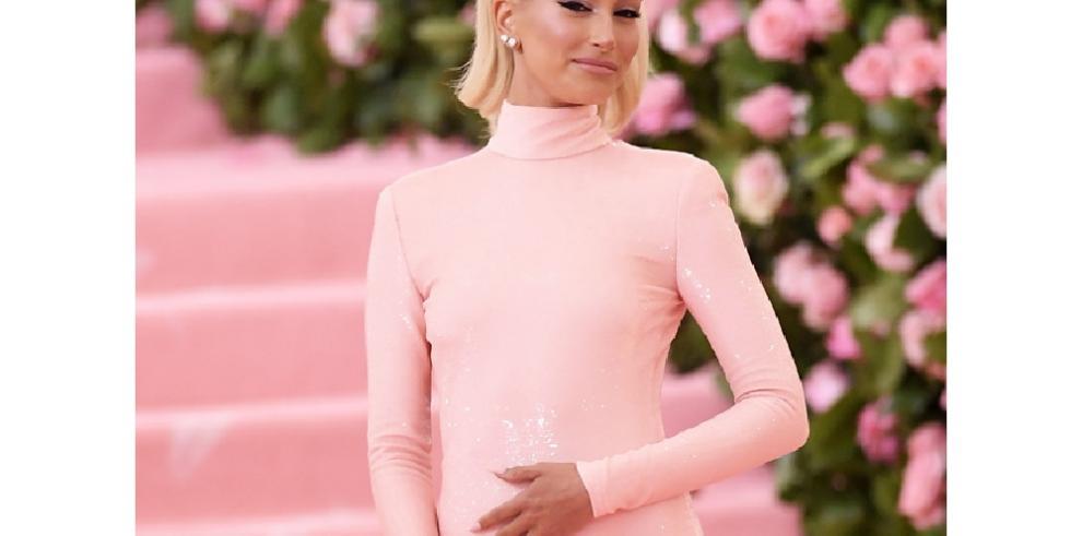 Justin Bieber presume de 'impresionante' esposa en la gala del Met