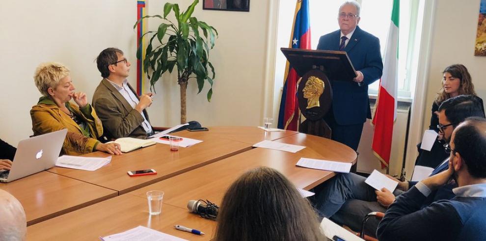 Sanciones de EEUU impiden pagar salarios en embajada de Venezuela en Italia