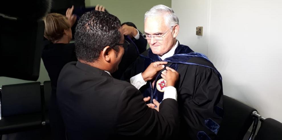 USMA confiere Doctorado Honoris Causa a Jorge Luis Quijano