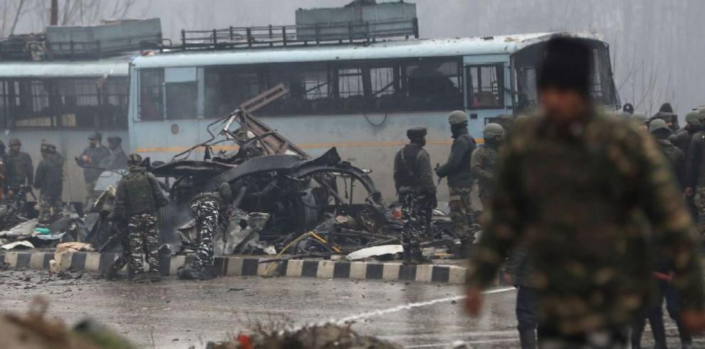 Más de 30 muertos deja atentado en Cachemira india