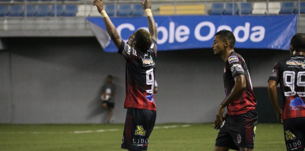 Los líderes del fútbol panameño se miden en el arranque de la cuarta jornada