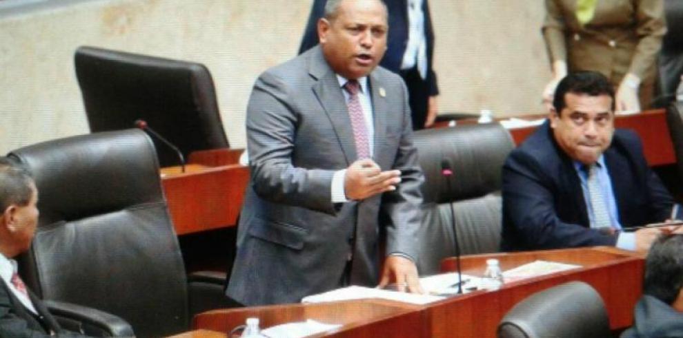 Raúl Pineda asume la presidencia del Sporting San Miguelito