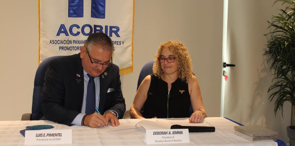 Acobir firma memorando de entendimiento para promover los bienes raíces