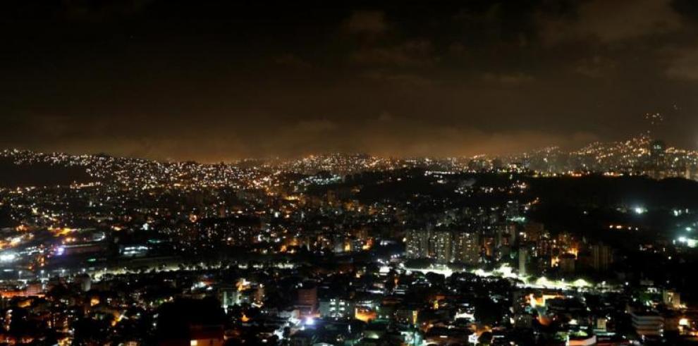 Parte de Caracas y zonas vecinas sufren nuevo corte eléctrico