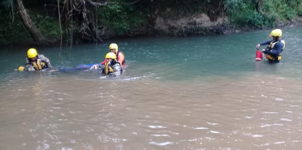 Sinaproc rescata a cuatro menores en la Comarca Ngäbe Buglé que trataban de cruzar río