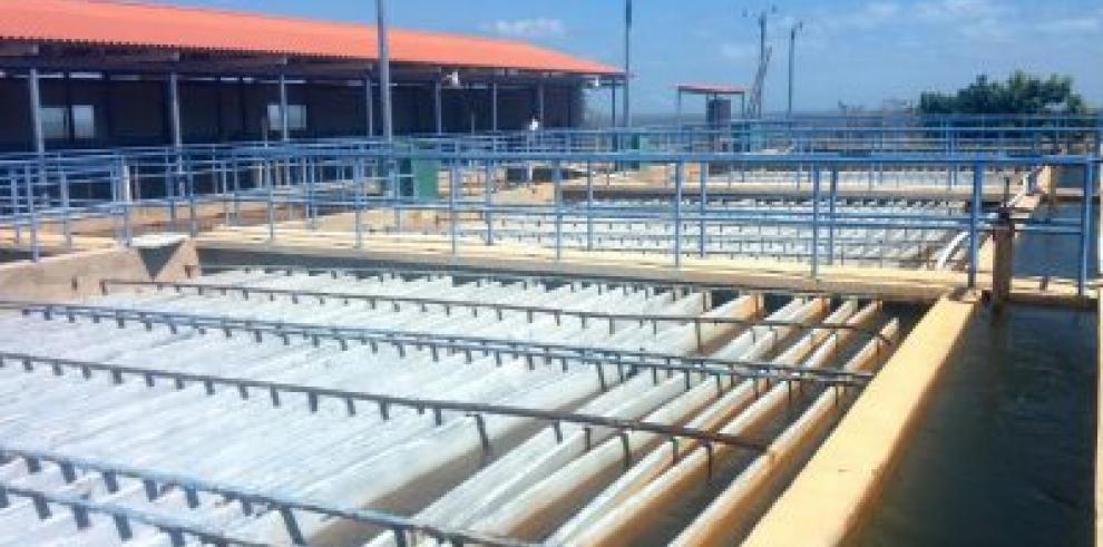 Baja presión de agua en Los Santos por reducción de producción en potabilizadora