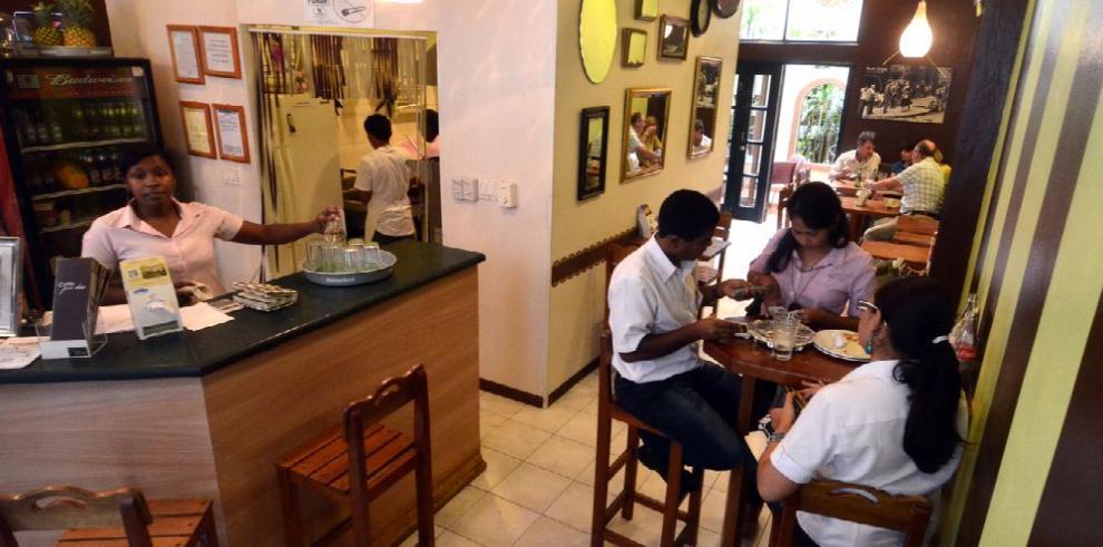 Restauranteros denuncian pérdidas por apagones