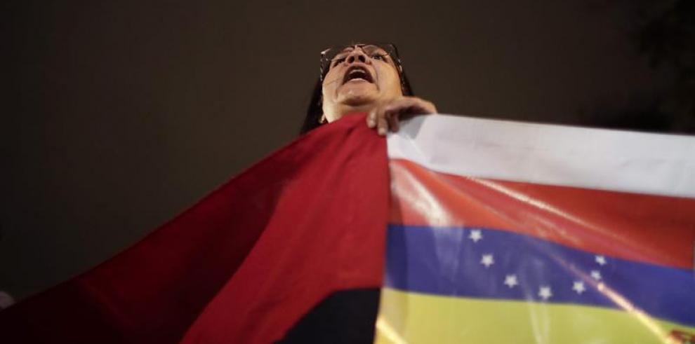 La oposición asegura que ha logrado llevar 800 toneladas de ayuda a Venezuela