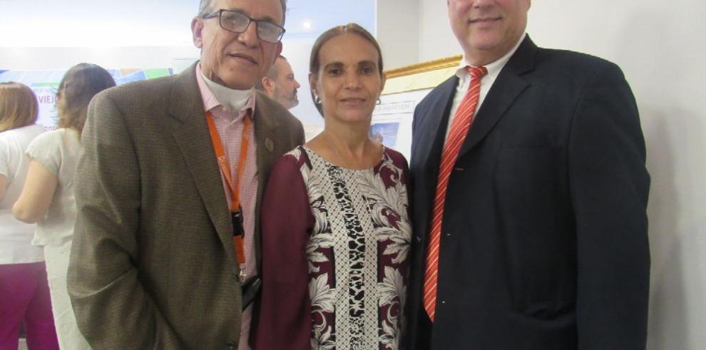 Develan nueva emisión postal por los 500 años de Panamá Viejo
