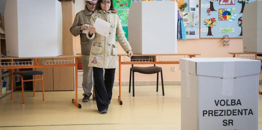 Termina la votación en las importantes elecciones presidenciales eslovacas