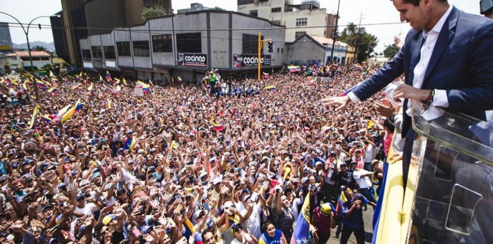 Guaidó anuncia gira por Venezuela para constituir comandos por la