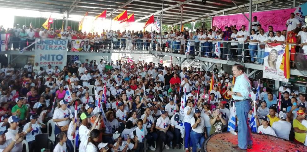 Cortizo reitera promesa de extender carretera hasta Puerto Caimito