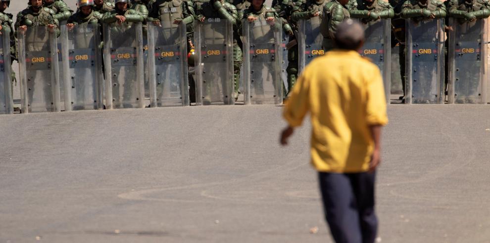 Desertan 85 militares venezolanos en un día a Colombia y ya suman 411