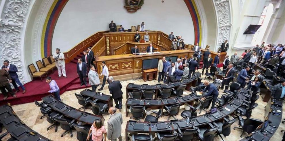 El Parlamento venezolano culpa a Maduro por la violencia en las fronteras