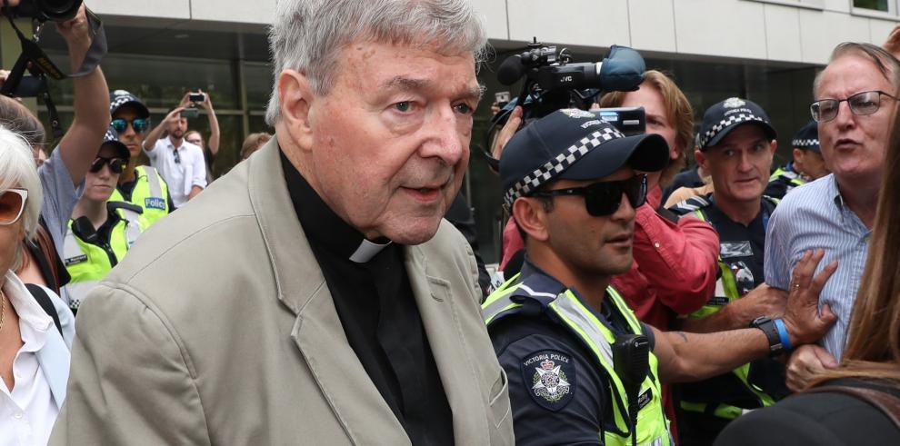 Vaticano investigará el caso de Pell tras condena por violación de menores