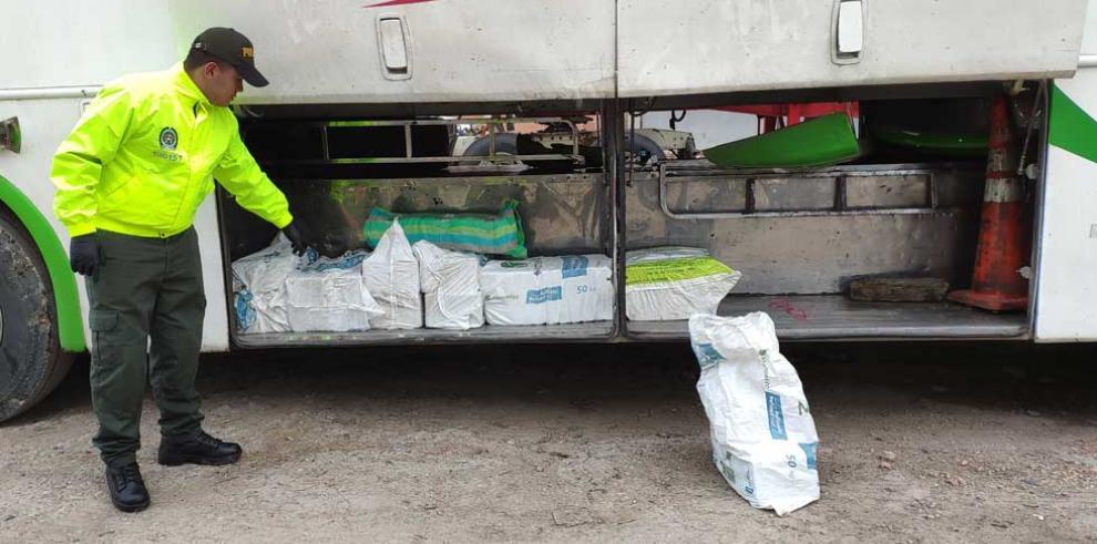 Autoridades de Colombia hallan narcobus que sería enviado a Centroamérica