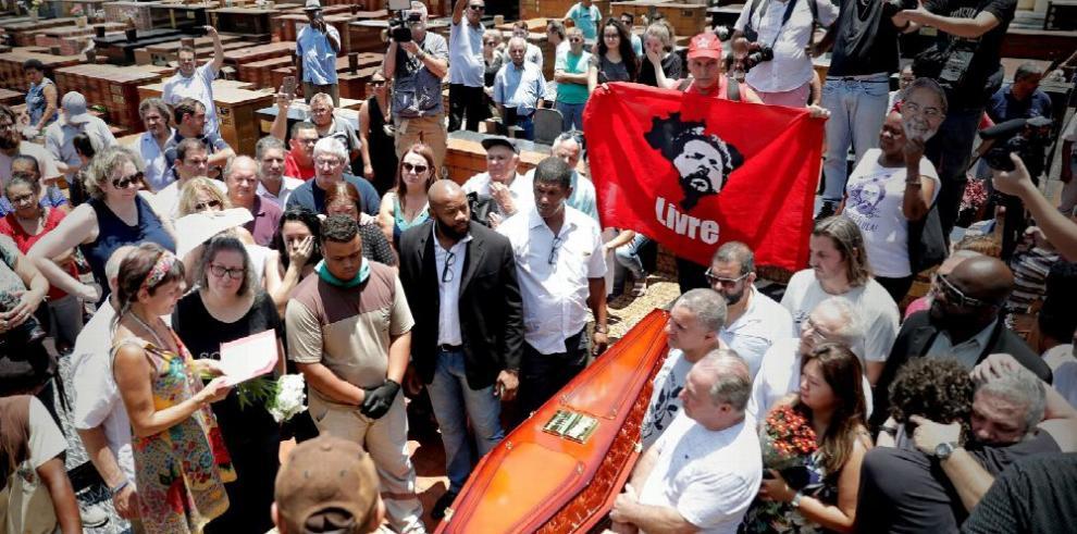 Lula desiste de salir de prisión y ver a su familia