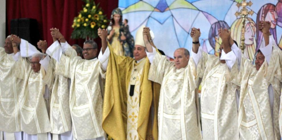 Monseñor José Domingo Ulloa ordenó a 15 nuevos diáconos permanentes