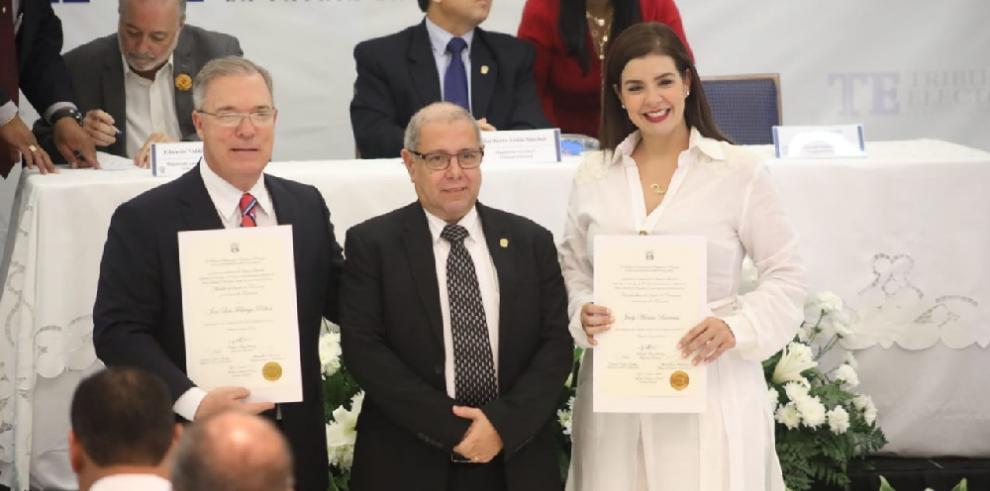 Alcaldes y vicealcaldes electos el 5 de mayo reciben credencial del TE