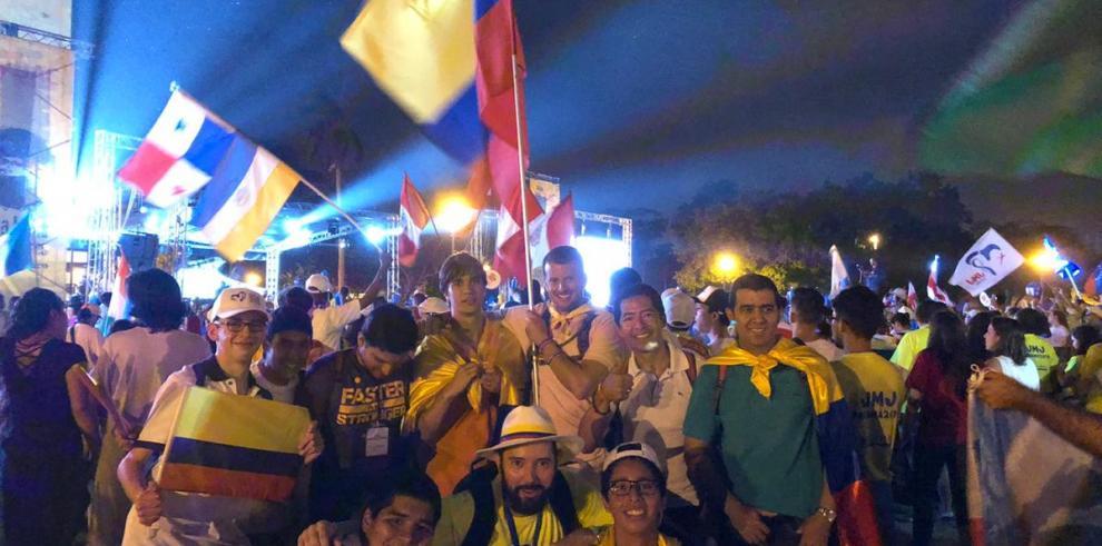 Con jóvenes de la JMJ de Panamá celebran la luna llena al ritmo de tambores