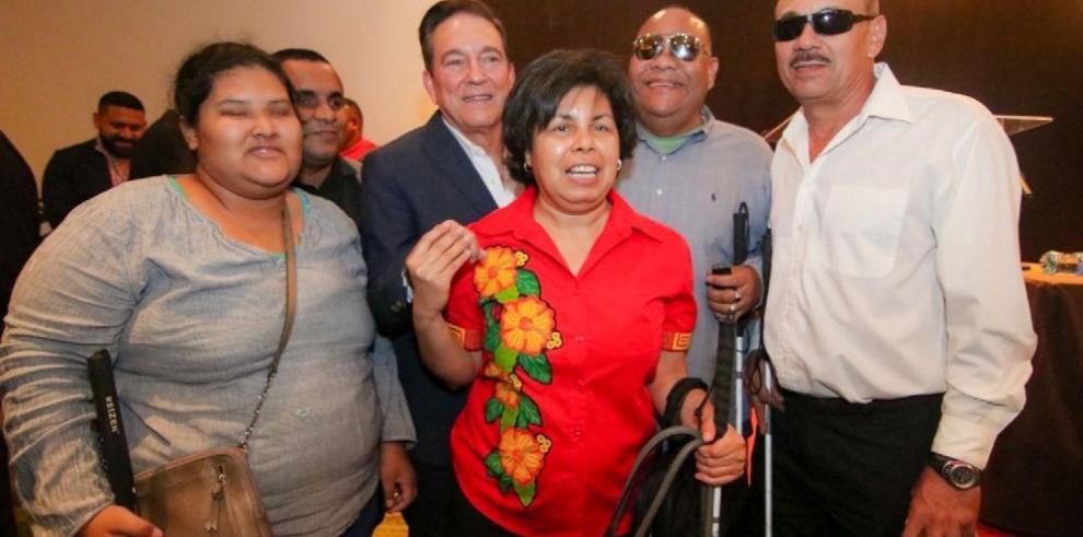 Cortizo pide facilidades para personas con discapacidad