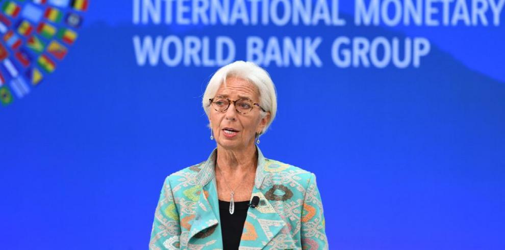 Lagarde advierte del lento crecimiento