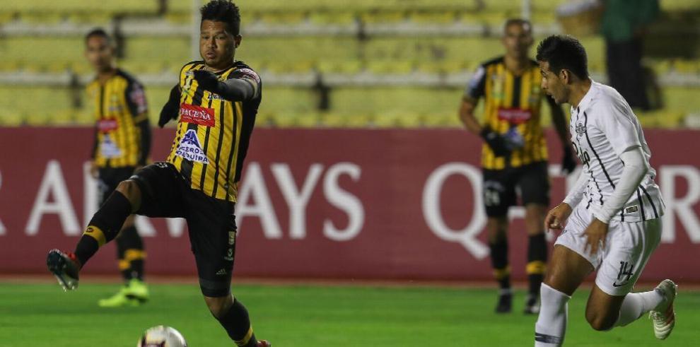 Blackburn y Torres van por el pase en la Libertadores