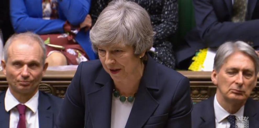 Unión Europea descarta negociación a ciegas con May