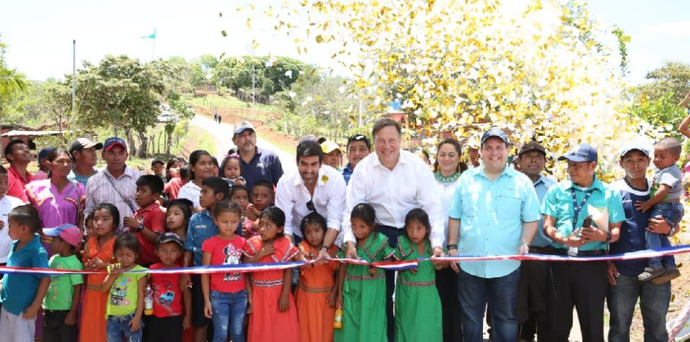 Varela entrega proyecto vial en la comarca Ngäbe Bugle